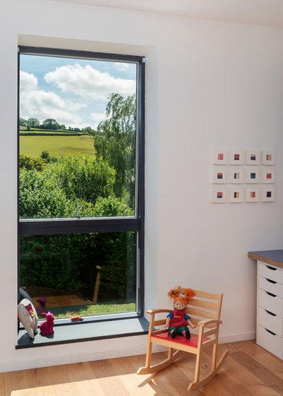 Transitional Bedroom by van Ellen + Sheryn Architects