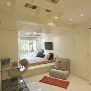 Example of a cottage chic bedroom design in Mumbai