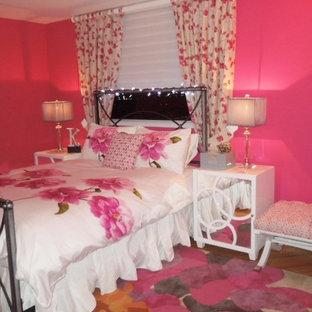 マイアミのエクレクティックスタイルのおしゃれな寝室 (ピンクの壁)