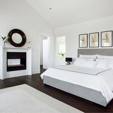 Contemporary Bedroom by Moeski Design Agency