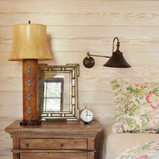 Farmhouse Bedroom by Northworks Architects and Planners