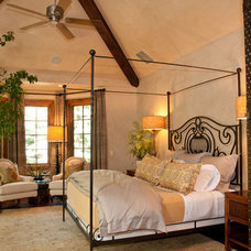 Traditional Bedroom by PATH21 Architecture