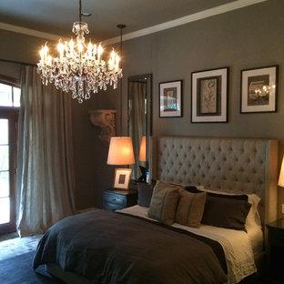 Foto di una camera matrimoniale shabby-chic style con pareti grigie e pavimento in mattoni