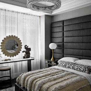 Aménagement d'une chambre contemporaine avec un mur gris, un sol en bois foncé et un sol noir.