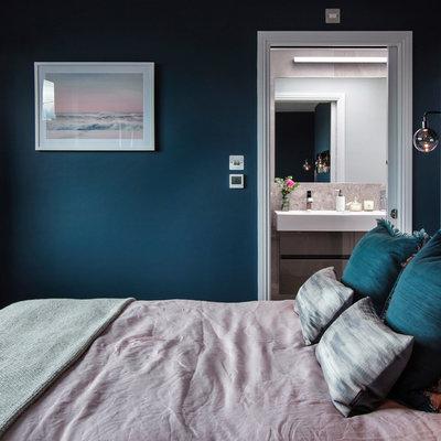 Bedroom - mid-sized contemporary master dark wood floor and brown floor bedroom idea in London with blue walls