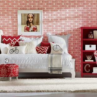 Ispirazione per una camera degli ospiti stile shabby di medie dimensioni con pareti rosse e nessun camino