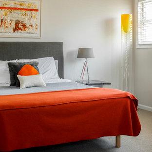 Immagine di una camera degli ospiti moderna con pareti bianche e moquette