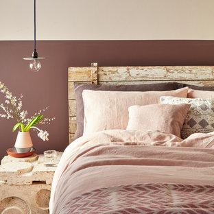 Idee per una camera da letto moderna con pareti rosa