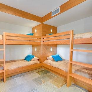 Foto de habitación de invitados vintage, grande, con suelo de pizarra