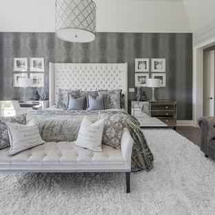 Idéer för ett mellanstort klassiskt huvudsovrum, med grå väggar, heltäckningsmatta, en bred öppen spis och vitt golv