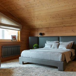Пример оригинального дизайна: спальня в стиле рустика с коричневыми стенами, паркетным полом среднего тона, коричневым полом, сводчатым потолком, деревянным потолком и деревянными стенами