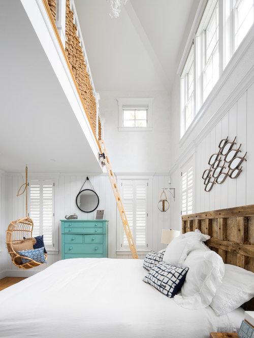 Camera da letto stile loft al mare con pareti bianche - Foto e Idee ...