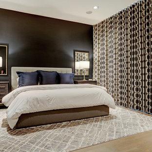 Foto de dormitorio principal, vintage, de tamaño medio, sin chimenea, con paredes negras, suelo de madera clara y suelo beige