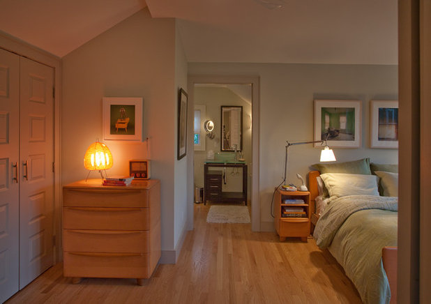 Transitional Bedroom by Burr & McCallum Architects