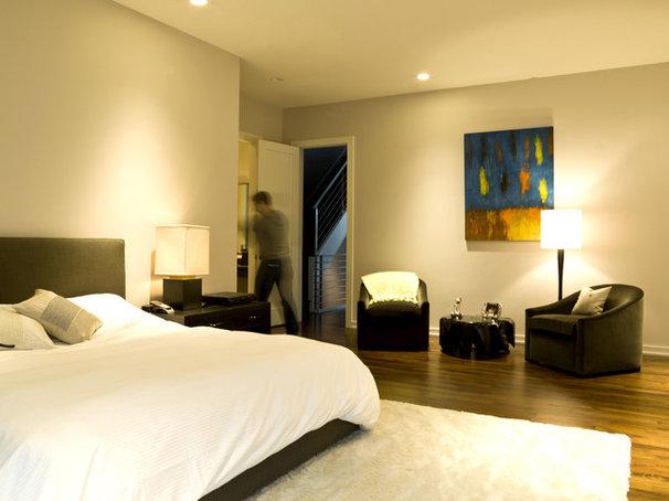 Modern Bedroom by Cynthia Lynn Photography