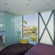 Contemporary Bedroom by Glen Irani Architects