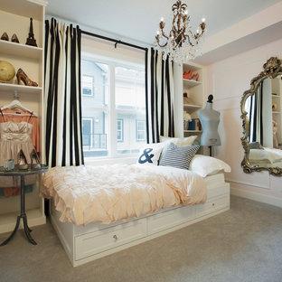 Idéer för shabby chic-inspirerade sovrum, med rosa väggar och heltäckningsmatta