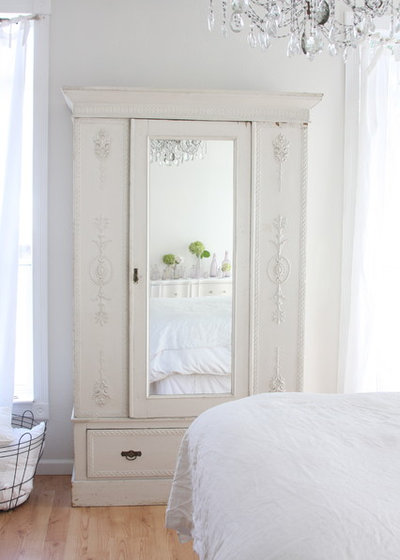 Shabby-chic Style Bedroom by Dreamy Whites