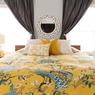 Modelo de dormitorio principal, tradicional renovado, de tamaño medio, con paredes grises, moqueta y suelo beige