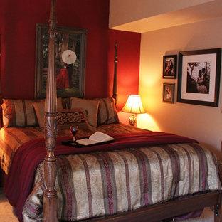 Стильный дизайн: хозяйская спальня среднего размера в классическом стиле с красными стенами и ковровым покрытием без камина - последний тренд