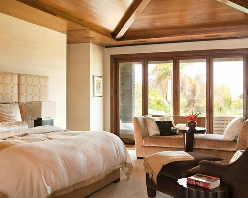 design ideas for a modern bedroom in orange county with beige walls