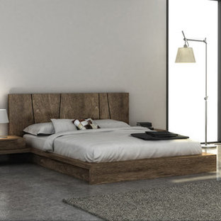Example of a minimalist master bedroom design in New York
