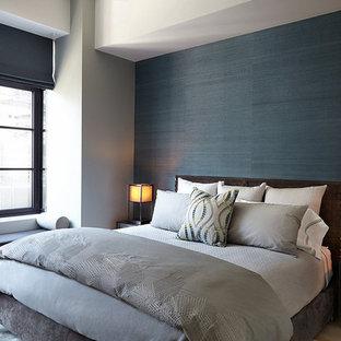 Imagen de habitación de invitados contemporánea, de tamaño medio, sin chimenea, con paredes negras y suelo multicolor