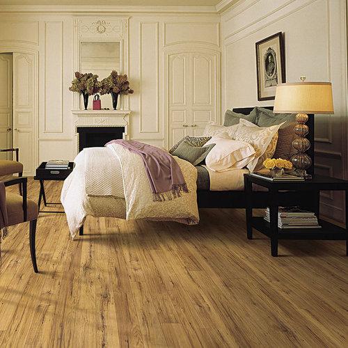 chambre petit budget avec un manteau de chemin e en. Black Bedroom Furniture Sets. Home Design Ideas