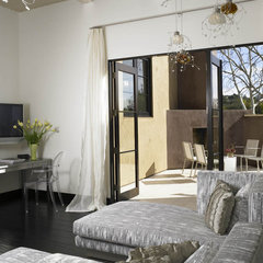 modern bedroom by Suite 102