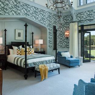 Idée de décoration pour une chambre avec moquette méditerranéenne avec un mur gris.