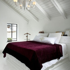 contemporary bedroom by Eran Turgeman - Photographer