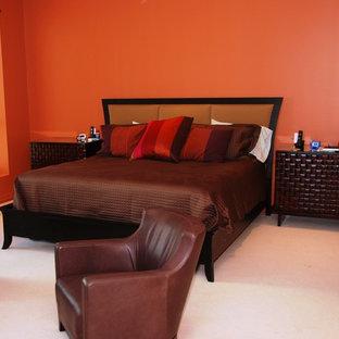 Immagine di una camera matrimoniale etnica di medie dimensioni con pareti arancioni, moquette, nessun camino e pavimento bianco