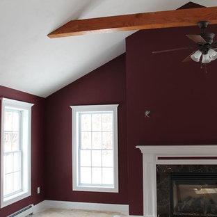 Esempio di una camera matrimoniale chic di medie dimensioni con pareti rosse, moquette, camino classico, cornice del camino in pietra e pavimento beige