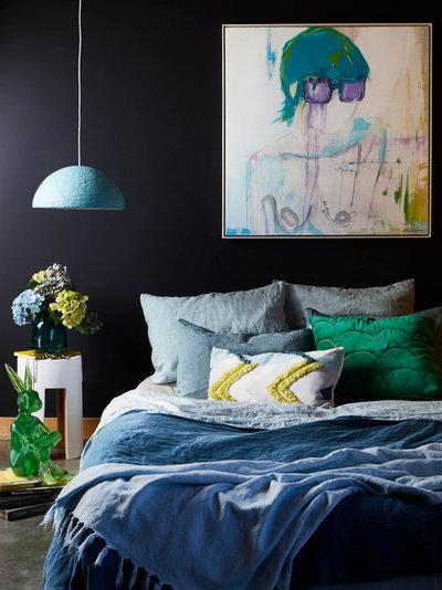 Modern Bedroom by Studio Black Interiors