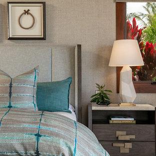 Bedroom - tropical bedroom idea in Hawaii