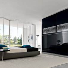 Modern Bedroom by Yamini Kitchens & More