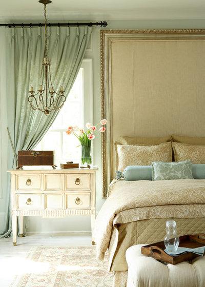 Классический Спальня by J. Hirsch Interior Design, LLC