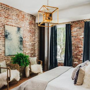 サンフランシスコのモダンスタイルのおしゃれなロフト寝室 (青い壁、無垢フローリング) のレイアウト