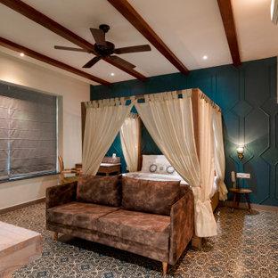 Cette photo montre une grand chambre parentale moderne avec un mur bleu, un sol en carrelage de céramique et un sol turquoise.