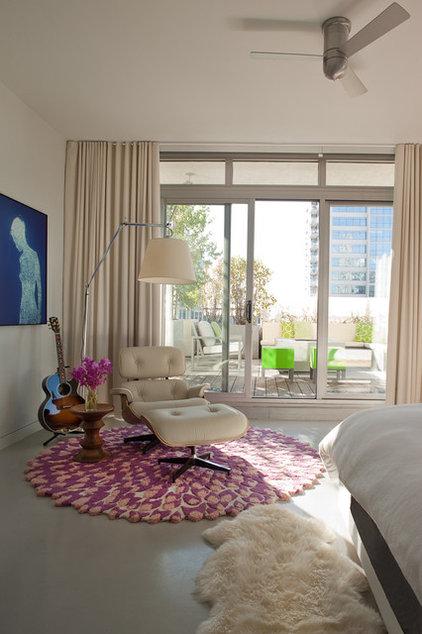Modern Bedroom by jamesthomas, LLC