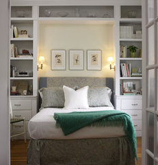 traditional bedroom by Jeanne Finnerty