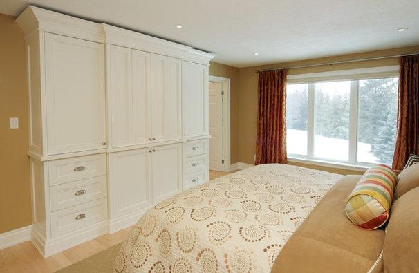 Bedroom by Jennifer Brouwer (Jennifer Brouwer Design Inc)