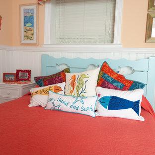 Foto di una piccola camera degli ospiti stile marino con pareti arancioni