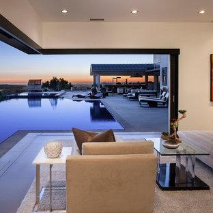 Свежая идея для дизайна: огромная хозяйская спальня в стиле модернизм с бежевыми стенами, полом из керамогранита и стандартным камином - отличное фото интерьера