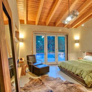 Foto de dormitorio principal, de estilo de casa de campo, de tamaño medio, sin chimenea, con suelo de cemento