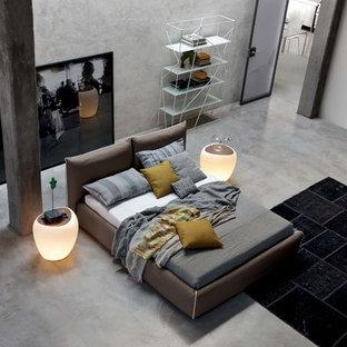 Ejemplo de dormitorio tipo loft, urbano, grande, con paredes beige, suelo de cemento y suelo gris