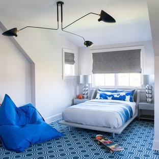 Foto di una camera da letto tradizionale con pareti grigie, moquette e pavimento blu