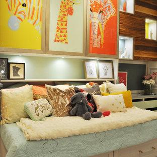 Foto de dormitorio principal, ecléctico, grande, con paredes blancas y suelo vinílico
