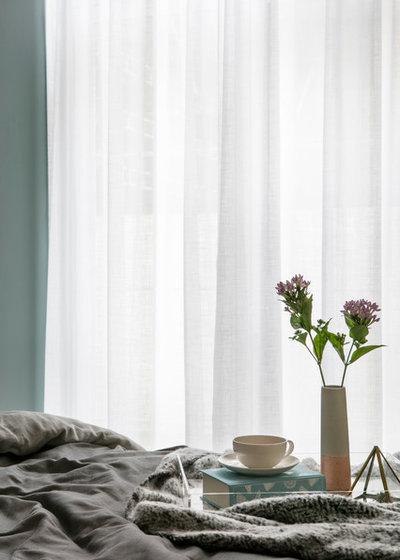Scandinave Chambre by Shanade McAllister-Fisher Interior Design