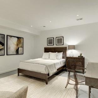 ワシントンD.C.の中サイズのコンテンポラリースタイルのおしゃれな客用寝室 (グレーの壁、コンクリートの床、暖炉なし、グレーの床) のインテリア